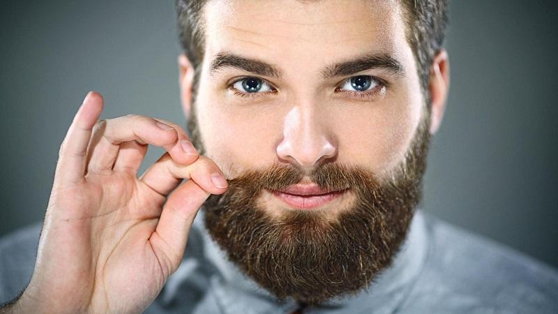 во сколько лет растет борода